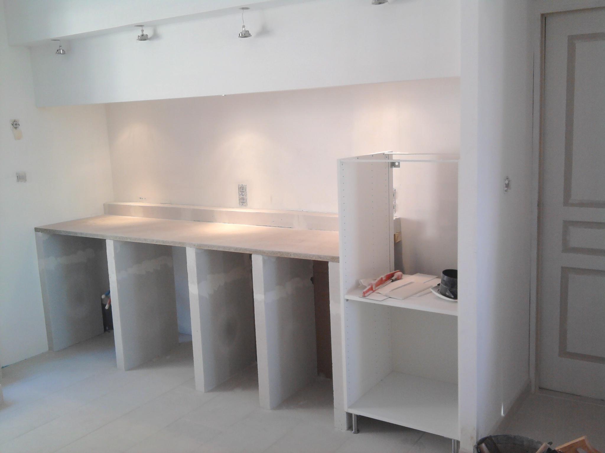 free amenagement interieur realisation de votre cuisine en maconnerie with amenagement interieur. Black Bedroom Furniture Sets. Home Design Ideas
